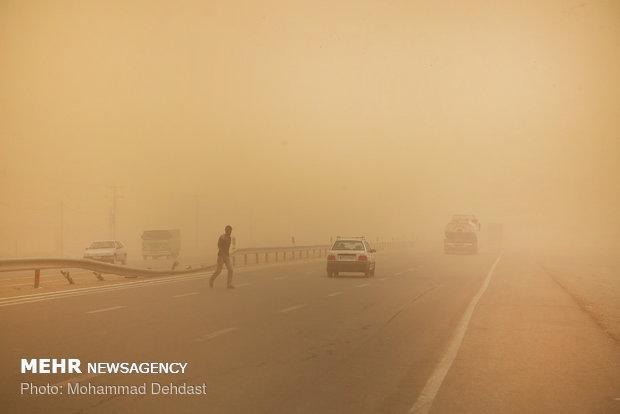 طوفان همچنان در شمال سیستان و بلوچستان ادامه دارد
