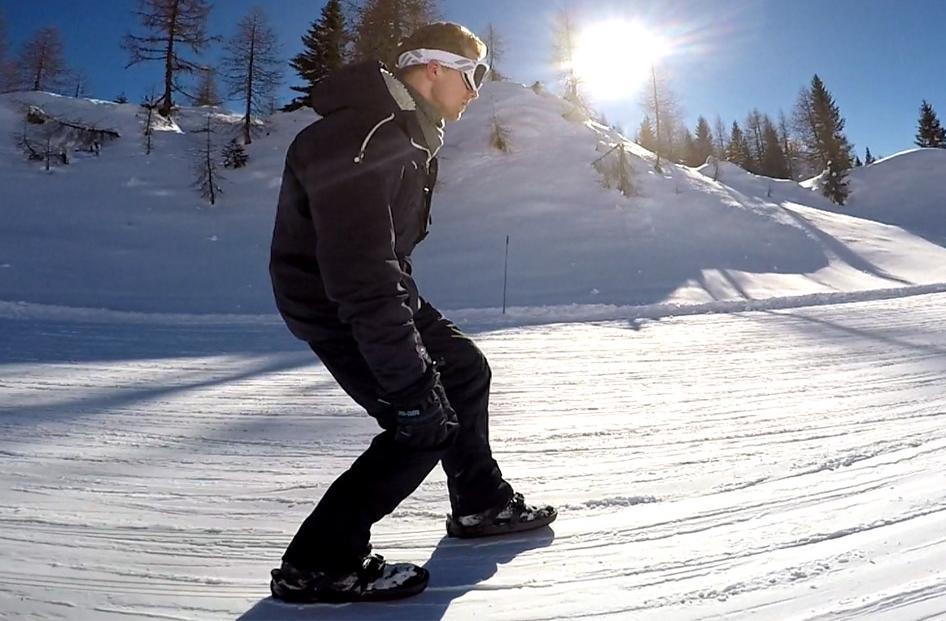 با این کفش ها در برف اسکیت بازی کنید