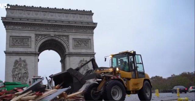 شانزه لیزه در فردای ناآرامی های پاریس