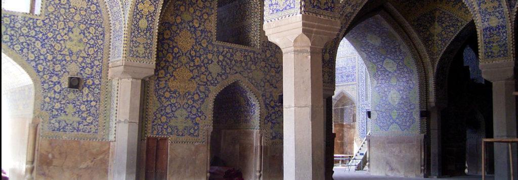 کشف آبراهه صفوی در حین مرمت وضوخانه مسجد امام اصفهان ، بازسازی سرویس بهداشتی متوقف شد