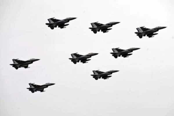 حملات هوایی ارتش ملی لیبی به 2 فرودگاه این کشور