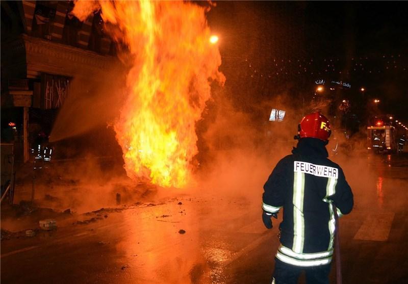 نجات 40 نفر از آتش سوزی خودرو در ساختمانی در شرق تهران