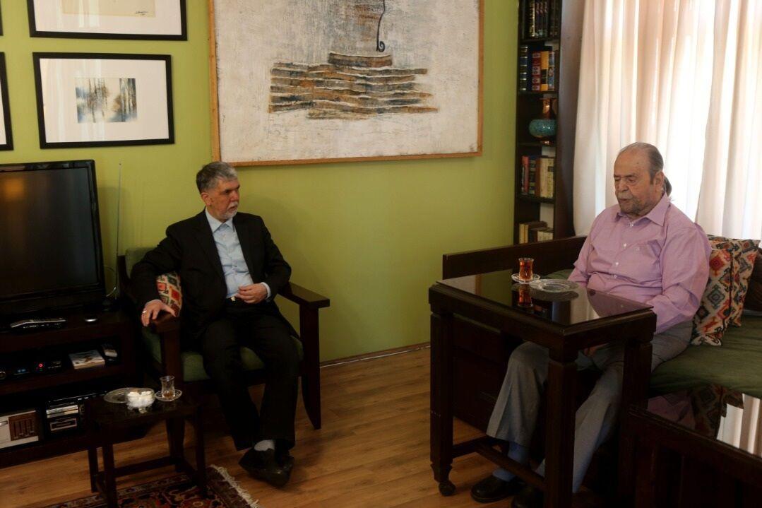 خبرنگاران صالحی: خاطره هامان لبریز از عطر ماندگار استاد کشاورز است