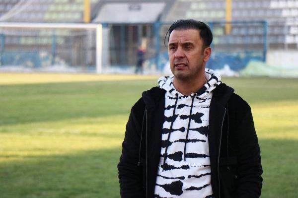 خبرنگاران سرمربی ماشین سازی تبریز: تیم داوری در نتیجه بازی تاثیرگذار بود