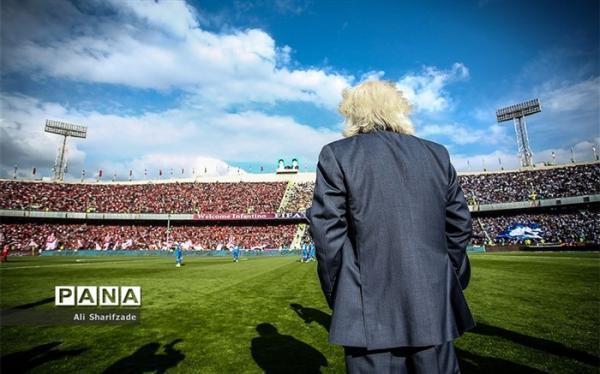 فوتبال ایران به جایی رسیده که باید صدقه جمع کند؛ آقایان نام لیگ برتر را به آماتور تغییر دهند